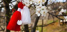 Découvrez comment on  fête le printemps en Europe :) #1_Mars, #printemps, #amour, #joie, #bonne_humeur, #talisman, #amulette, #soleil, #Martinka, #Martisor, #Martina, #Balkans, #le_bonheur Marie, Dandelion, Plants, Baba Marta, Europe 1, Romania, Signs Of Spring, Moldova, Good Mood