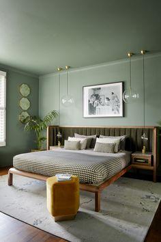 Art Deco Inspired Cupid Bed with Velvet Flutes and Textural Wood Green Rooms, Bedroom Green, Emerald Bedroom, Green Bedroom Design, Green Walls, White Walls, Home Decor Bedroom, Bedroom Furniture, Art Deco Bedroom