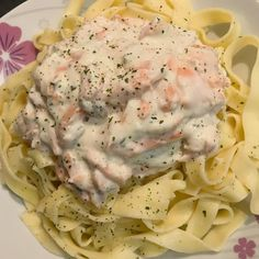 Discover the recipe for delicious Tagliatelle with Smoked Salmon at Cookeo Clean Eating Recipes For Dinner, Healthy Dinner Recipes, Diet Recipes, 1200 Calorie Diet, 1200 Calories, Whole Foods Market, Salmon Pasta, Mind Diet, Healthy Recipes