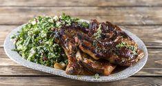 Γλυκόξινες χοιρινές μπριζόλες στον φούρνο από τον Άκη Πετρετζίκη. Φτιάξτε χοιρινές μπριζόλες με γλυκόξινη σάλτσα και συνοδεύστε με σαλάτα ταμπουλέ με ρόδι!! Sweet N Sour Pork Recipe, Greek Cooking, Pork Chop Recipes, Good Fats, Pork Chops, Raw Food Recipes, Food Videos, Food Porn, Yummy Food