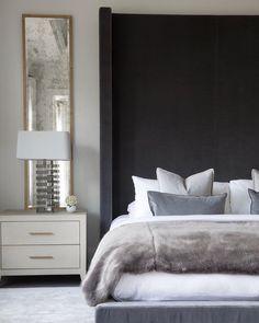 New bedroom black headboard floors 33 ideas Bedroom Setup, Master Bedroom Design, Home Bedroom, Bedroom Furniture, Bedroom Decor, Bedroom Wall, Bedroom Lamps, Wall Lamps, Bedroom Lighting