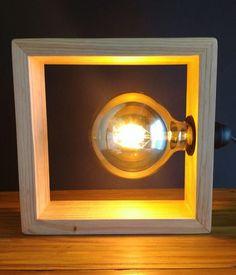 lámparas de palet Wooden Table Lamps, Carpentry, Light Fixtures, Lanterns, Door Handles, Sconces, Recycling, Wall Lights, Lighting