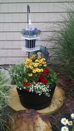 close up of my garden art. flowers made from spigots and rebar, Gartengestaltung