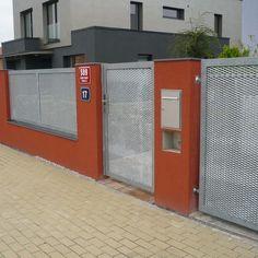 Plot z tahokovu - realizace Benešov Main Gate Design, House Gate Design, Fence Design, Fencing, Lockers, Locker Storage, Mesh, Ideas, Home Decor