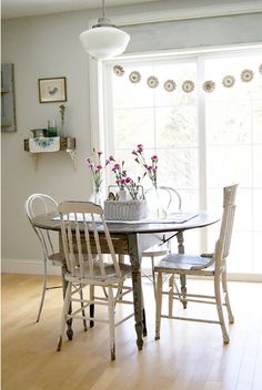 Love the character in this sweet  farmhouse style dining room, although it still keeps a clean, minimal palette. #home #dining_room