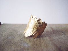 Wide leaf brass ring