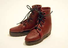 Extremely detailed tutorial for leather doll boots. DeGaray Dolls: Doll Boot Making Tutorial
