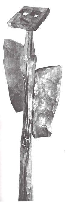 """El ángel"" escultura de madera por Mathias Goeritz, 1953    Casa Prieto López, Jardines del Pedregal, México DF    Foto: Archivo CENIDIAP-INBA Fondo - Mathias Goeritz    The Angel, wood sculpture by Mathias Goeritz, 1953"