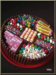 gateau aux bonbons Plus Torta Candy, Candy Cakes, Cupcake Cakes, Beautiful Cakes, Amazing Cakes, Bar A Bonbon, Salty Cake, Candy Party, Candy Gifts