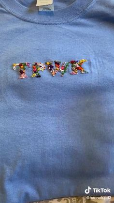 Diy Embroidery Shirt, Diy Embroidery Patterns, Hand Embroidery Videos, Embroidery Stitches Tutorial, Embroidery On Clothes, Flower Embroidery Designs, Simple Embroidery, Hand Embroidery Designs, Embroidered Clothes