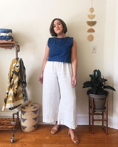 Plus Size Minimalist Capsule Wardrobe Curvy Outfits, Urban Outfits, Plus Size Outfits, Culottes Outfit Summer, White Culottes, Winter Typ, Eccentric Style, Mode Plus, Looks Plus Size