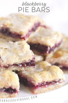 Easy Blackberry Pie Bars Recipe - Fabulessly Frugal I love these blackberry pie bars! The sweet berry filling and tender, flaky crust are magical together. Dessert Bars, Oreo Dessert, Dessert Healthy, Dessert Chocolate, Dessert For Bbq, Simple Dessert, Dessert Bread, Dessert Food, Food Cakes