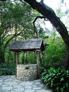 How to Build a Stone Wishing Well - I would really love to have one of these someday!