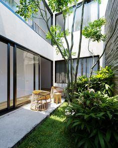 Minimal House Design, Small House Design, Dream Home Design, Minimal Home, Green House Design, Modern Tropical House, Tropical Houses, Green Architecture, Architecture Design