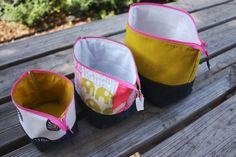 open wide zippered pouch tutorial size chart – Noodlehead – Purses And Handbags Diy Sewing Tutorials, Sewing Projects, Sewing Patterns, Bag Patterns, Free Tutorials, Pochette Diy, Costura Diy, Diy Sac, Zipper Pouch Tutorial