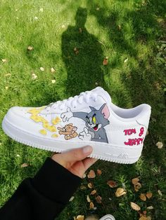 Custom Nike Air Force tom and jerry custom sneakers custom shoes custom nike custom kicks hand painted Nike Air Force, Custom Painted Shoes, Custom Shoes, Nike Custom, Custom Af1, Converse Haute, Tom Und Jerry, Souliers Nike, High Top Sneakers