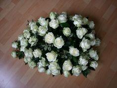 Rouwarrangement witte rozen