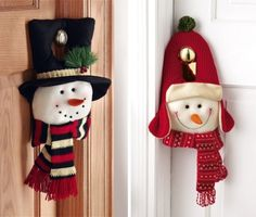 Christmas Snowman Door Hangers Christmas Sewing, Christmas Snowman, Handmade Christmas, Christmas Holidays, Christmas Wreaths, Christmas Crafts, Christmas Ornaments, Country Christmas Decorations, Snowman Decorations