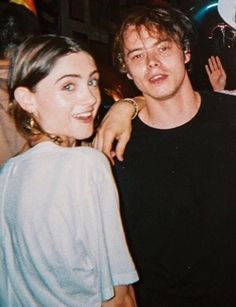 stranger things, charlie heaton, and natalia dyer image Stranger Things Jonathan, Stranger Things Actors, Stranger Things Aesthetic, Stranger Things Funny, Stranger Things Netflix, Nancy Stranger Things, Millie Bobby Brown, Chef D Oeuvre, Film Serie
