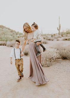 5 tips to nail your family photos mama and her boys in this beautiful desert scene. Family Portrait Outfits, Family Picture Outfits, Family Posing, Family Portraits, Summer Family Photos, Fall Family, Family Pictures, Family Photo Sessions, How To Pose