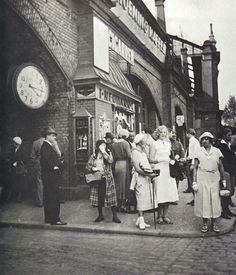 Berlin: Normaluhr am Bahnhof Zoo, 1928