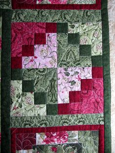 Looks like an easy block, 4 patches and plain blocks. very striking!