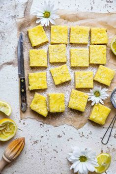 Keto Lemon Bars - These easy, gluten free lemon bars are only 5 ingredients and SO delicious! You will never believe they are only 100 calories, low carb and sugar free!   #Foodfaithfitness   #Glutenfree #Lowcarb #keto #sugarfree #healthy