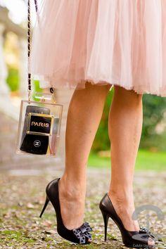 Falda de tul rosa bolso perfume Crimenes de la Moda