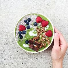 @melissa.bbg Knows how to make a beautiful #smoothiebowl. :seedling:Be sure to check out her healthy Inspo & how she takestheleap to better wellness!:blush::green_apple: Recipe: 1 scoop @thenaturalcitizen Organic Protein, 1/2 C frozen peaches, 1/4 C pack