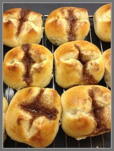 Hot Dog Buns, Doughnut, Hamburger, Food And Drink, Yummy Food, Bread, Desserts, Cakes, Muffins