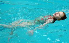 kinder schwimmen beibringen schwimmen lernen
