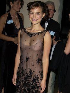 Top 35 des stars qui ont un jour osé porter des robes transparentes | Page 6