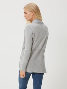 - The model is 180 cm tall and is wearing a size S. Jumper, Turtle Neck, My Style, Grey, Model, Sweaters, How To Wear, Fashion, Gray