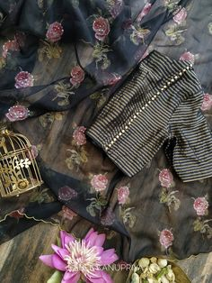 Saree Blouse Patterns, Saree Blouse Designs, Blouse Styles, Fancy Sarees Party Wear, Party Wear Dresses, Sharara Designs, Lehenga Designs, Wholesale Linens, Sari Dress
