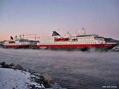 """En kald dag i Trondheim 01. desember 2010: MS """"Nordnorge"""" (nord) og MS """"Richard With"""" (sør). - 15 grader og en isende vind her! Var på reise med """"Richard With"""" her."""