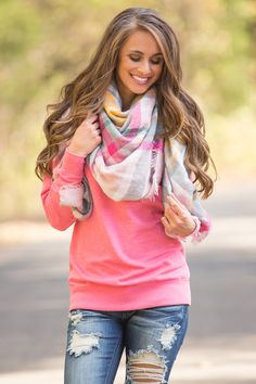 This cozy blanket scarf is the perfect way to stay warm this holiday season! This unique combination of colors is sure to stand out and chase away the winter blues! From the vibrant hot pink, forest g Warm Outfits, Cute Outfits, Blanket Scarf Outfit, Plaid Blanket, Cozy Fashion, Fashion Outfits, Cute Scarfs, Scarf Design, Fall Fashion Trends