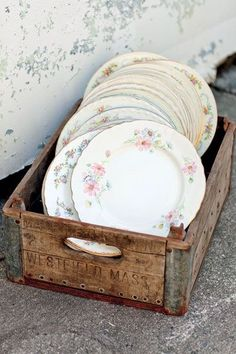 Vintage China Use mix-and-match china at your wedding for a fun shabby-chic vibe - From Gatsby chic to freewheeling circus fun, the charm of retro themes and details is having a major moment. Here, some fresh ideas and inspiration. Vintage Wedding Theme, Wedding Themes, Wedding Table, Rustic Wedding, Wedding Reception, Wedding Ideas, Wedding Plates, Vintage Party, Wedding Card