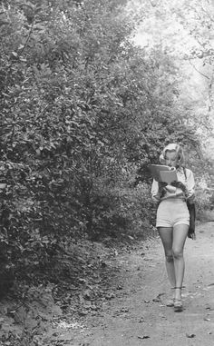 Marilyn Monroe at Griffith Park. Photo by Ed Clark, Marilyn Monroe Photos, Marylin Monroe, Golden Age Of Hollywood, Classic Hollywood, Nastassja Kinski, Black And White Tree, Griffith Park, Norma Jeane, Ballet