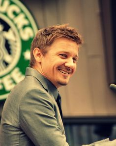 Jeremy Renner // I saw you little pretty ;)