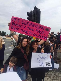 South African marches: the best protest signs of the day My Fellow Americans, Protest Signs, Summer Wreath, Good Times, The Twenties, South Africa, African, Starfish, Funny Things