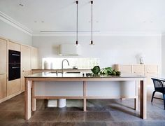 How about this for a chic and serene cucina? It is one of the five finalists in the Belle Coco Republic Interior Design Awards Kitchen Design category. It was designed by SJB and shot by Anson Smart. @sjb_interiors @cocorepublic @smartanson @bellemagazineau #bellecocorepublicida #bellemagazine #luxekitchens #australianinteriordesign
