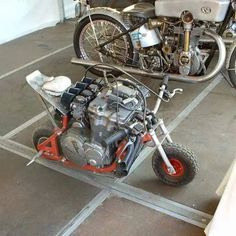 Heck with MotoGP bikes. This is serious power to weight ratio! A scooter monkey bike with a huge motorcycle engine. Moto Bike, Motorcycle Bike, Go Kart, Custom Motorcycles, Custom Bikes, Custom Choppers, Dh Velo, Mini Moto, Foto Picture