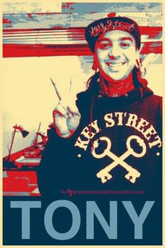 Tony Perry - Pierce The Veil Pierce The Veil, Emo Bands, Music Bands, Craig Owens, Thy Art Is Murder, Jaime Preciado, Tony Perry, Love Band, Falling In Reverse