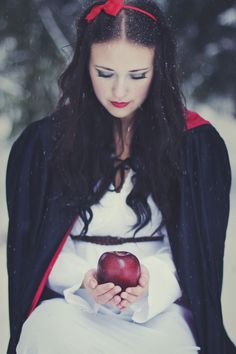Snow White, her skin as white as snow, her hair as balck as ebony and her lips as red as blood #disney