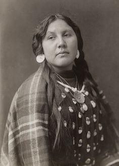 +~+~ Antique Photograph ~+~+  Beautiful Native American Woman with plaid shawl.  ca, 1910