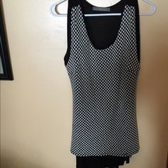 Woman's top Woman's top size medium/ will fit a large Tops Blouses