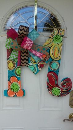 Wood Letter Door Hanger monogram door deccor by ReLovedTreasure Diy Letters, Teacher Letters, Letter Crafts, Letter Art, Wood Letters Decorated, Painted Letters, Letter Door Hangers, Wooden Door Hangers, Decorative Lettering