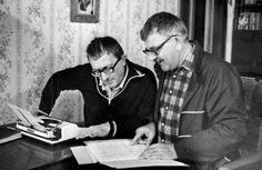 Arkagyij és Borisz Sztrugackij   szovjet-orosz tudományos-fantasztikus írók.