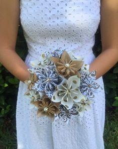 Gold Rush- Paper Flower Bouquet // Paper Bridal Bouquet // Kusudama Origami Bouquet/ Flower Arrangement/ Wedding/ Gold Polka Dot