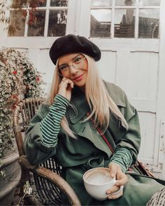 . Fall Inspiration, Fashion Inspiration, Beret Outfit, Isabella Thordsen, Coffee Girl, Basic Style, Classy And Fabulous, Happy Girls, Fashion Books